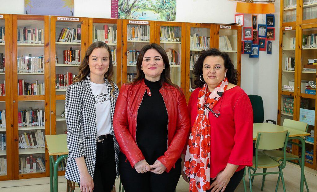 La Consejera de Educación y Cultura nos visita para mantener una entrevista enmarcada en un proyecto del Bachillerato de Investigación.