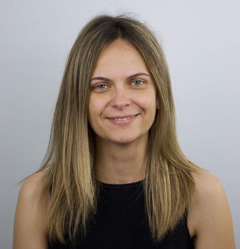 Dª. Belén Molina Gómez